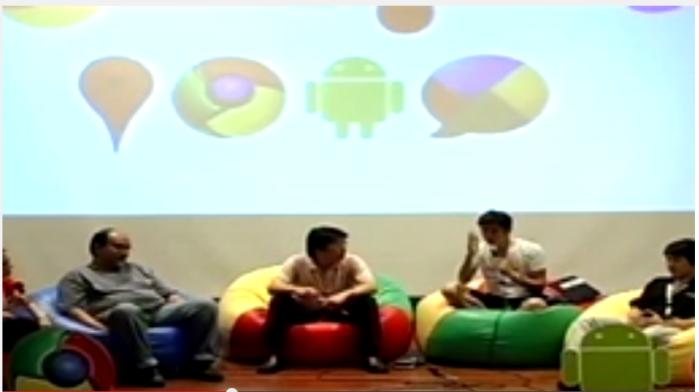ไปเป็นแขกบนเวทีของ Google DevFest Bangkok  2010 ก็ใส่สั้นและนั่งสบายๆ สุดๆ ตอนสัมภาษณ์ ฮ่าๆ